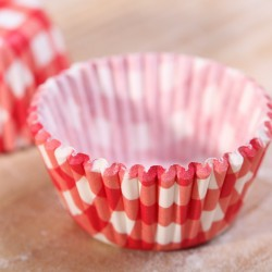 Mini cupcake / bonbon cups red gingham