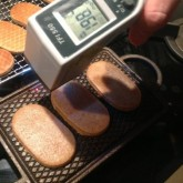 IJzerkoekjes - meten is weten / Iron plate cookies measuring the temp of the iron plate