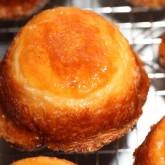 Making Breton cakes : Kouign-amann