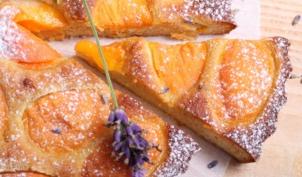 Croûte d'abricots with lavender & honey
